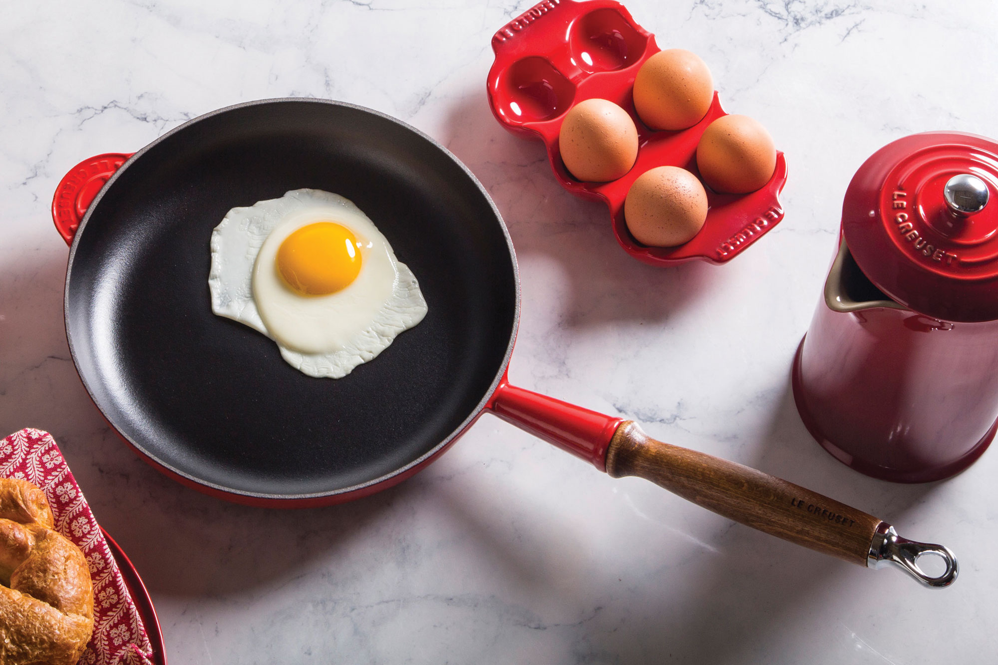 Le Creuset Heritage Cast Iron Fry Pan With Wood Handle 9