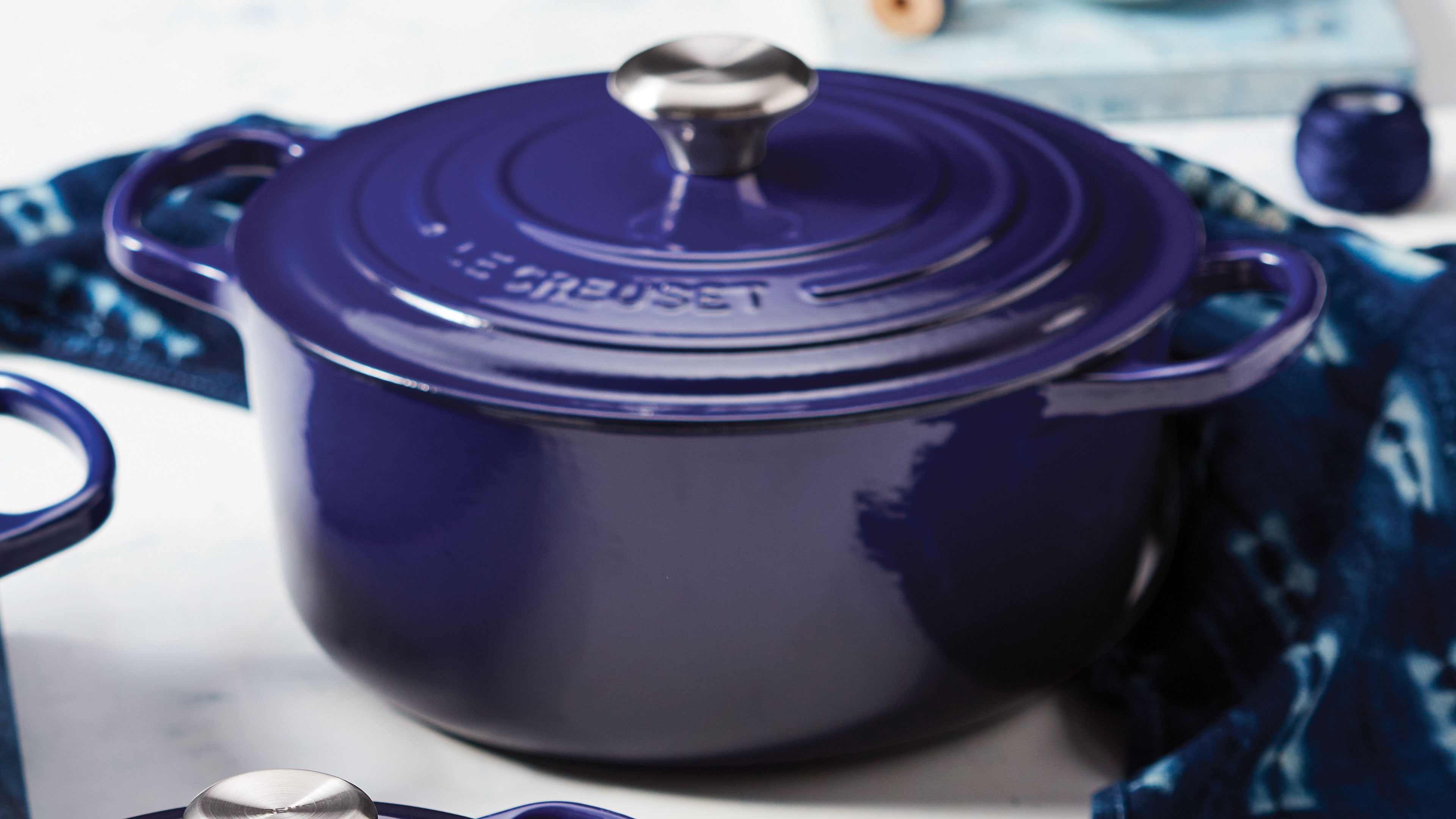 Le Creuset Signature Cast Iron Round Dutch Oven 2 75