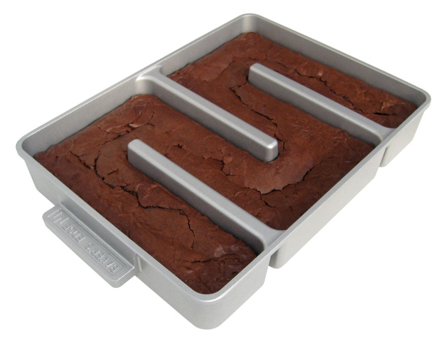 "Baker's Edge 12x9"" Nonstick All Edges Brownie Pan"