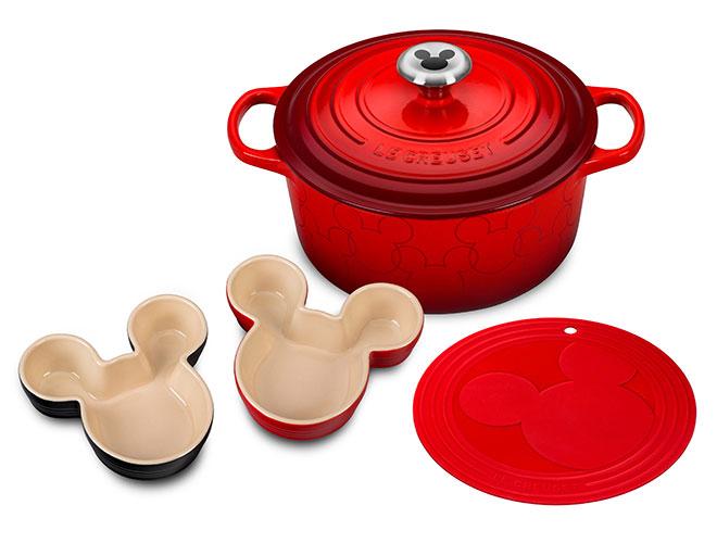 Le Creuset Signature Cast Iron 4.5-quart Mickey Mouse Round Dutch Oven Set