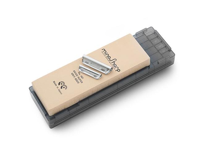 "Global 8.25x2.75x0.75"" MinoSharp 6000 Grit Water Stone Kit"