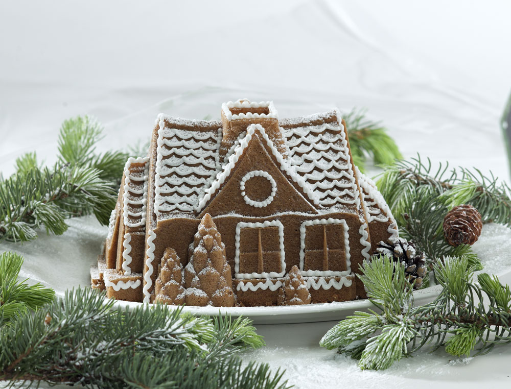 Nordicware Gingerbread House Bundt Pan 9 Cup Cutlery