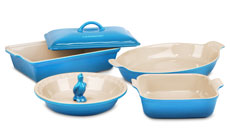 'Le Creuset Stoneware 6-piece Heritage Bakeware Set' from the web at 'http://cdn.cutleryandmore.com/products/small/33264.jpg'
